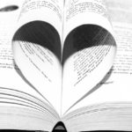 libro frasi amore a forma di cuore