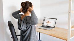 come mantenere una postura corretta da seduto