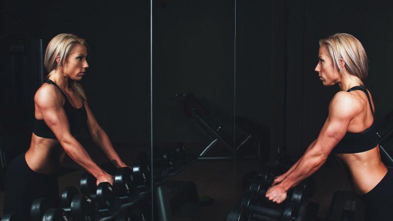 Come allenare le gambe a casa? 8 semplici esercizi senza attrezzi
